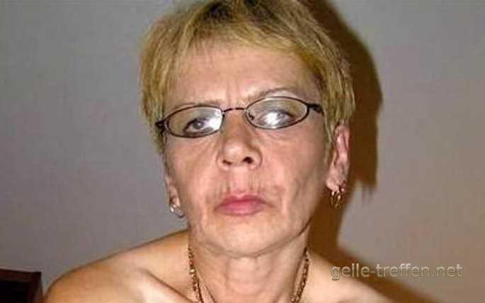 Bin eine notgeile Granny und du kannst mich ficken wenn du willst