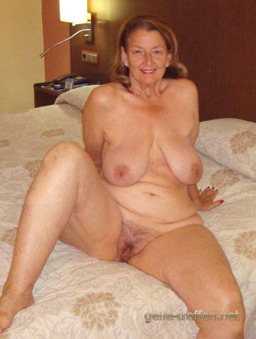 sexgeile Ehefrau steht auf arschficken